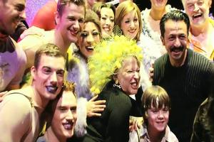 STAGE TUBE: Bette Midler Visits Priscilla Queen of the Desert