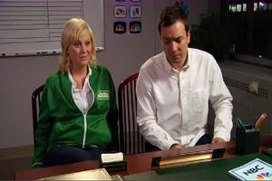 STAGE TUBE: Jimmy Fallon Spoofs GLEE - '6-Bee'