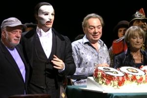 BWW TV: THE PHANTOM OF THE OPERA Celebrates 9000th Performance on Broadway!