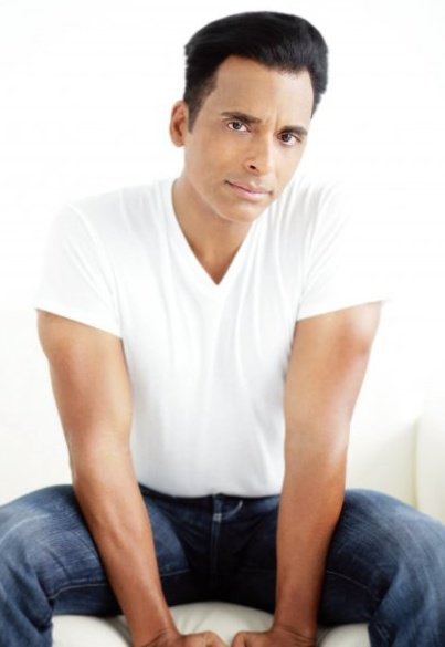 Jon Secada Returns To His Latin Roots With The Release Of Classics/Clasicos