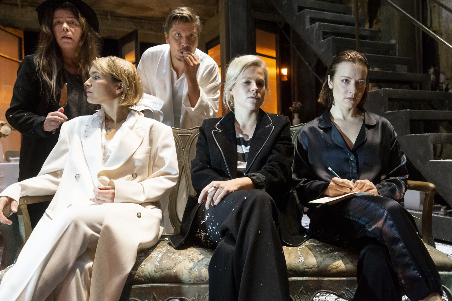 Review and analysis: CHEKHOV'S THREE SISTERS at the Finnish National Theatre