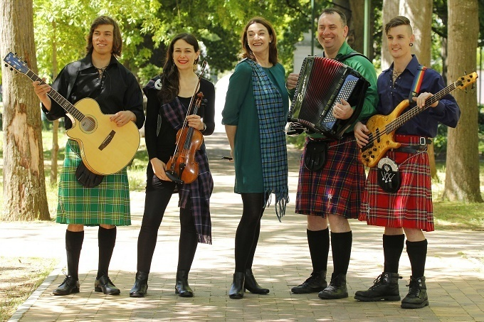 KOEKSUSTERS AND KILTS Spin Onto the Artscape Stage as Christine and the Kilts Aim for the Edinburgh Festival