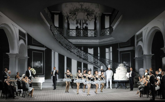 BWW Review: SINGING IN THE RAIN Makes a Splash at Le Grand Palais - PARIS