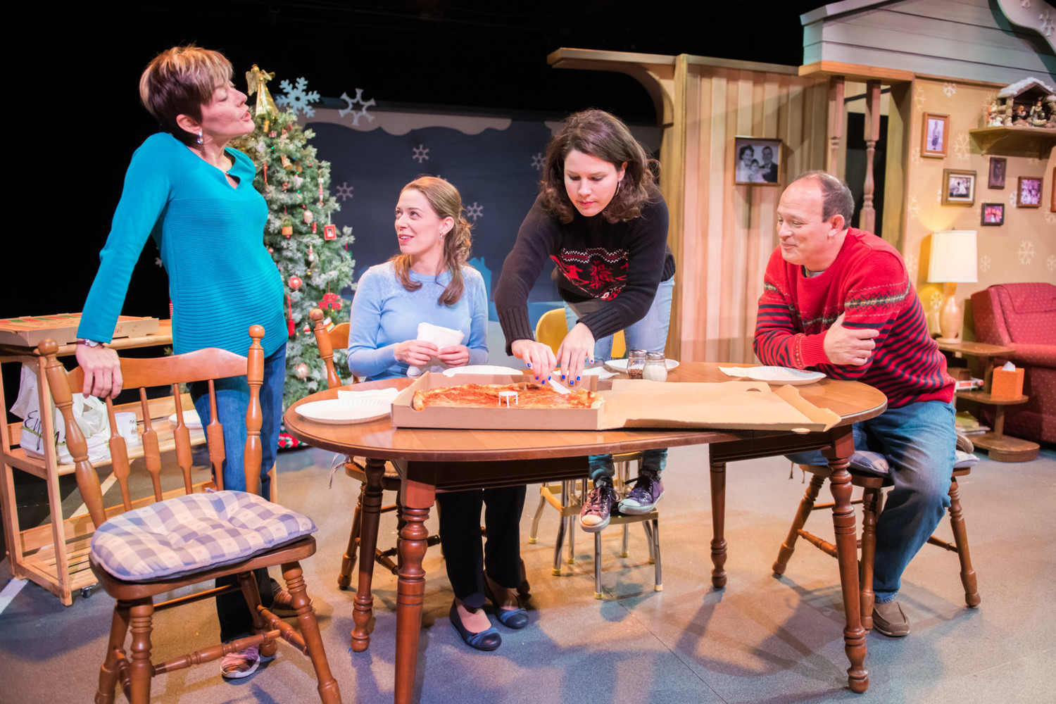 BWW Review: CHRISTMAS IN BABYLON Unpacks Family Dynamics With Comedy At The Milwaukee Chamber Theatre
