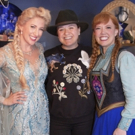 Photo Flash: Kelly Clarkson Spends the Evening with Anna and Elsa at FROZEN
