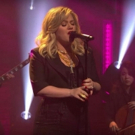 VIDEO: Kelly Clarkson Performs DIDN'T I Last Night on Late Night With Seth Meyers