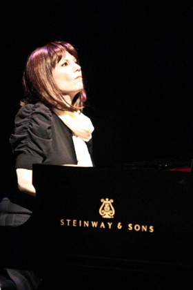 BWW Interview: Mona Golabek on her One Woman Show