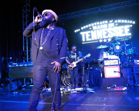 The Roots, Elle King, Dustin Lynch And More Perform at Six Degrees to Tennessee Roots Jam