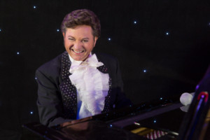 BWW Review: LIBERACE, well, facsimile, thereof, coming to Cleveland's Theatre in the Circle
