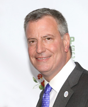 Mayor Bill de Blasio Repeals Cabaret Law to Allow Dancing at NYC Bars & Restaurants