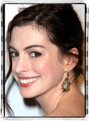 Anne Hathaway in Talks to Star in Political Thriller 'The Last Thing He Wanted'