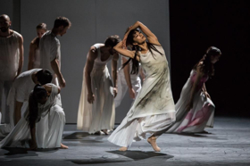 "BWW REVIEW: Ballet du Grand Theatre de Geneve Brings ""It"" to NYC"