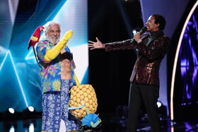 VIDEO: The Pineapple is Revealed on THE MASKED SINGER!