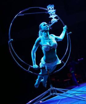 Cirque Dreams Revealed Wows Mohegan Sun Audience