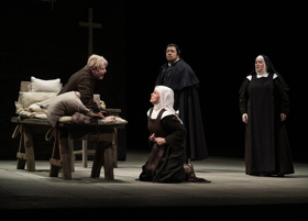BWW Review: Leonard Is CARMELITES' Soft Center in Met's Brilliant Production
