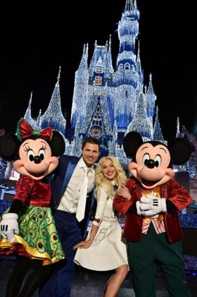 Julianne Hough & Nick Lachey Kick Off ABC's Holiday Celebrations, 11/30