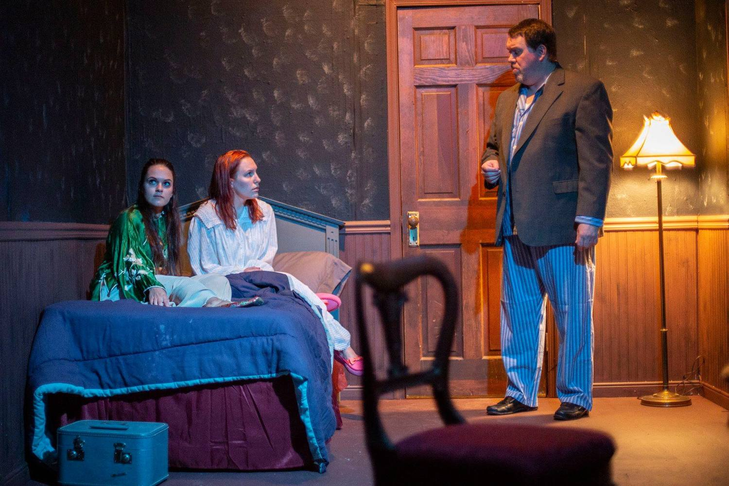 BWW Review: THE HAUNTING OF HILL HOUSE at Oyster Mill Playhouse