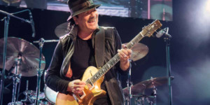 BWW Review: Santana Brings Down House of Blues with Electrifying Performance