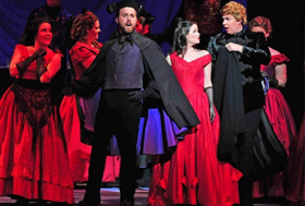 BWW Review: LA TRAVIATA - Austin Opera's Glittering Tragedy Dazzles