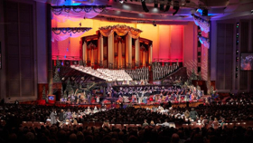 BWW Exclusive: Sutton Foster & Hugh Bonneville Join Mormon Tabernacle Choir for Magnificent Christmas Concert