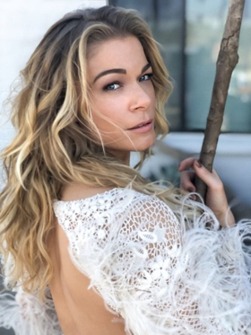 YOU AND ME AND CHRISTMAS! Grammy Winner LeAnn Rimes Celebrates The Holidays At The McCallum