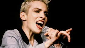 Put a Little Love in Your Heart When 54 SINGS ANNIE LENNOX