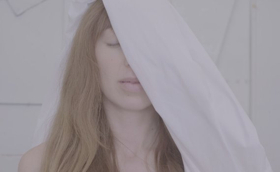 Ella Vos Premieres MOTHER (DON'T CRY) Video + North American Tour Kicks Off 2/23