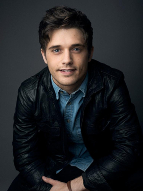 Broadway's Andy Mientus Pens New Book Series THE BACKSTAGERS