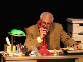 BWW Review: Tom Dugan Thoroughly Inhabits Simon WIESENTHAL, Honoring the World-Renowned Nazi Hunter