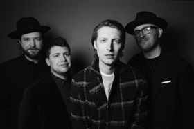 ERIC HUTCHINSON Releases 'she could be the one' Music Video