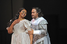BWW Interview: Tenor Javier Camarena - High Cs and 'High Fives' at the Met