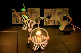 Athosgarabathos invita a las niñas y los niños a divertirse con una danza llena de aventuras de gigantes