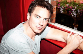 BWW Review: JOHN BARROWMAN, Leicester Square Theatre