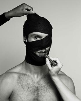 BWW Review: Mirror, Mirror: Arthur Pita's THE TENANT Reflects Your Deepest, Darkest Secrets