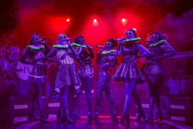 BWW Review: SIX, Arts Theatre