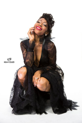 International Diva N'Kenge to Grace Miss Germany Stage