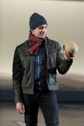 BWW Review: Shakespeare Theatre's Sleek and Modern HAMLET