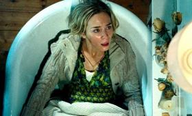 VIDEO: First Look - JohnKrasinski & Emily Blunt Star in Horror Film A QUIET PLACE