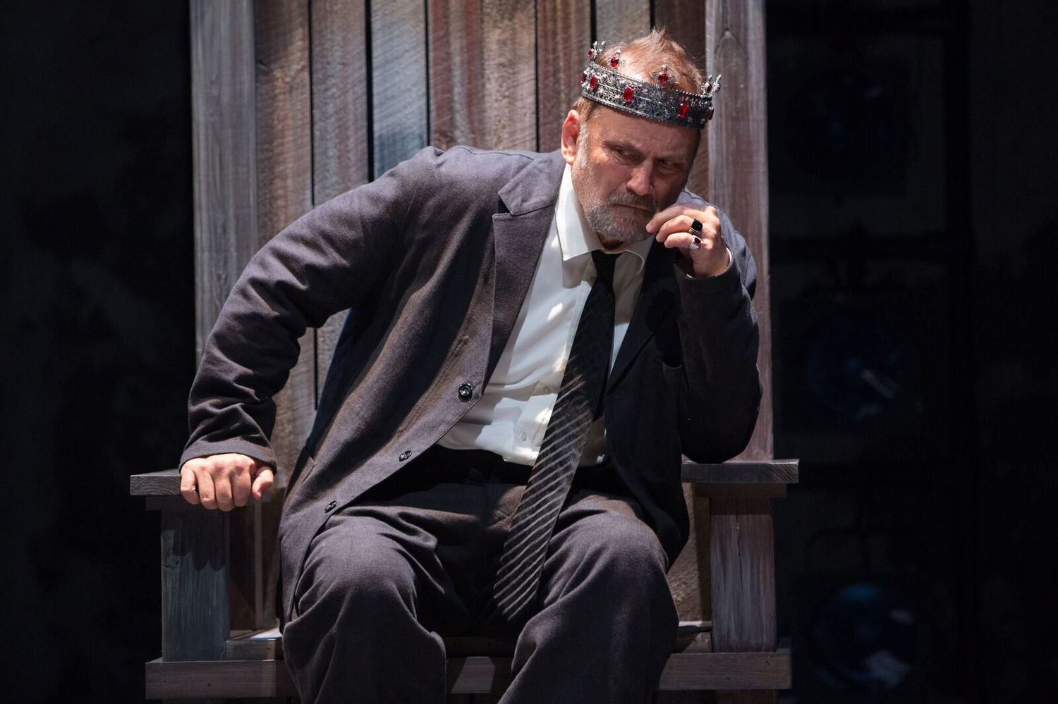 BWW Review: Thought-Provoking and Stunning KING JOHN at Folger Theatre