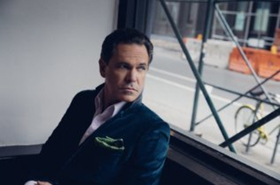 Kurt Elling Sings Christmas at Segerstrom Center for the Arts Today