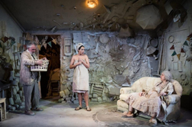 BWW Review: MA, PA AND THE LITTLE MOUTHS, Tron Theatre