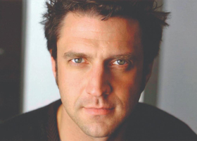 Raul Esparza Will Star as HAMLET in Chicago