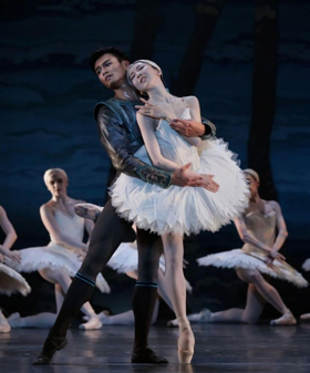 BWW Review: A Darker SWAN LAKE Glides Onto Houston's Jones Hall Stage