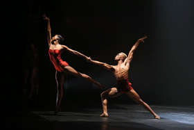 BWW Review: BALLET BEING TRENDY. STARDUST AND BACH 25 BY COMPLEXIONS CONTEMPORARY BALLET at Bovard Auditorium USC