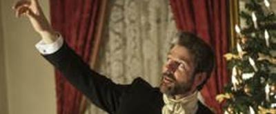 Review:   John Kevin Jones as Dickens in A CHRISTMAS CAROL