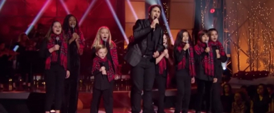 Josh Groban Christmas.Video Josh Groban Croons Happy Christmas On Cbs S Home