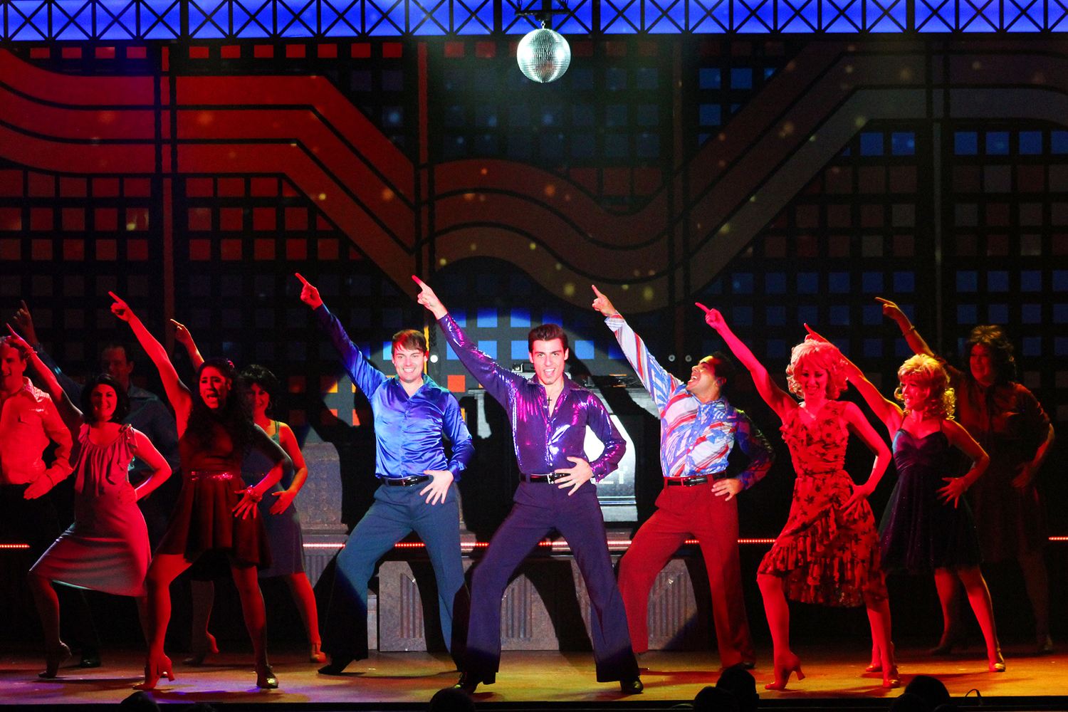 BWW Review: SATURDAY NIGHT FEVER at Broadway Palm Has Audiences Disco Dancing!