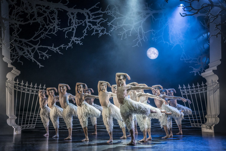 BWW Review: MATTHEW BOURNE'S SWAN LAKE, King's Theatre Glasgow