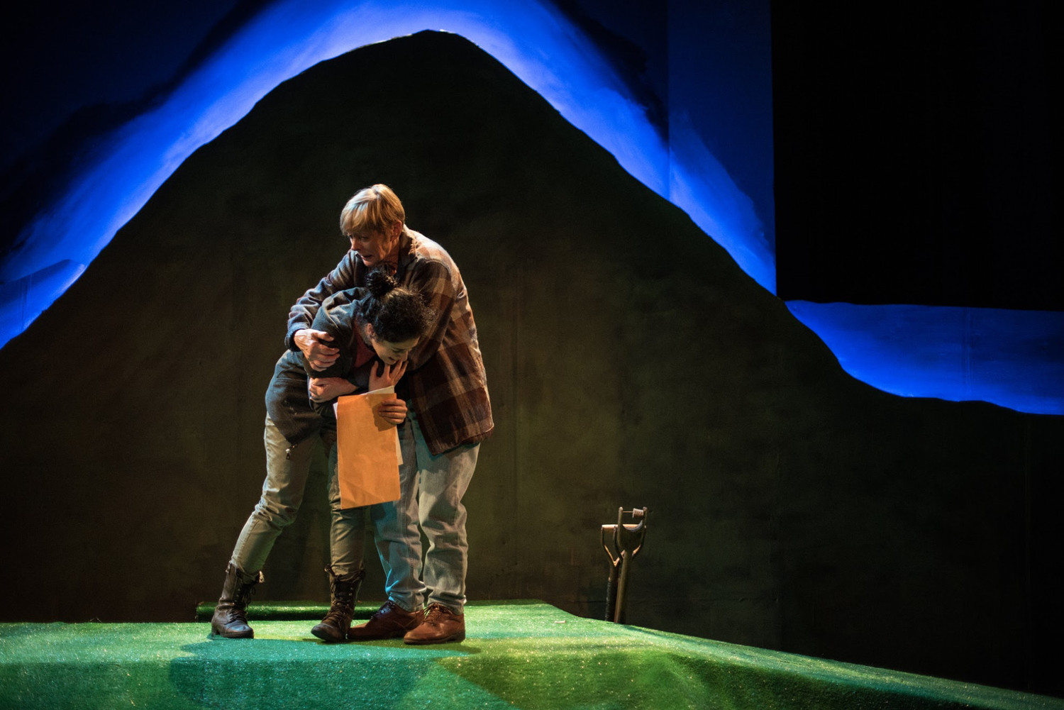 BWW Review: Humanity Shines in a Graveyard in DEAD AND BURIED at Dreamcatchers Repertory Theatre