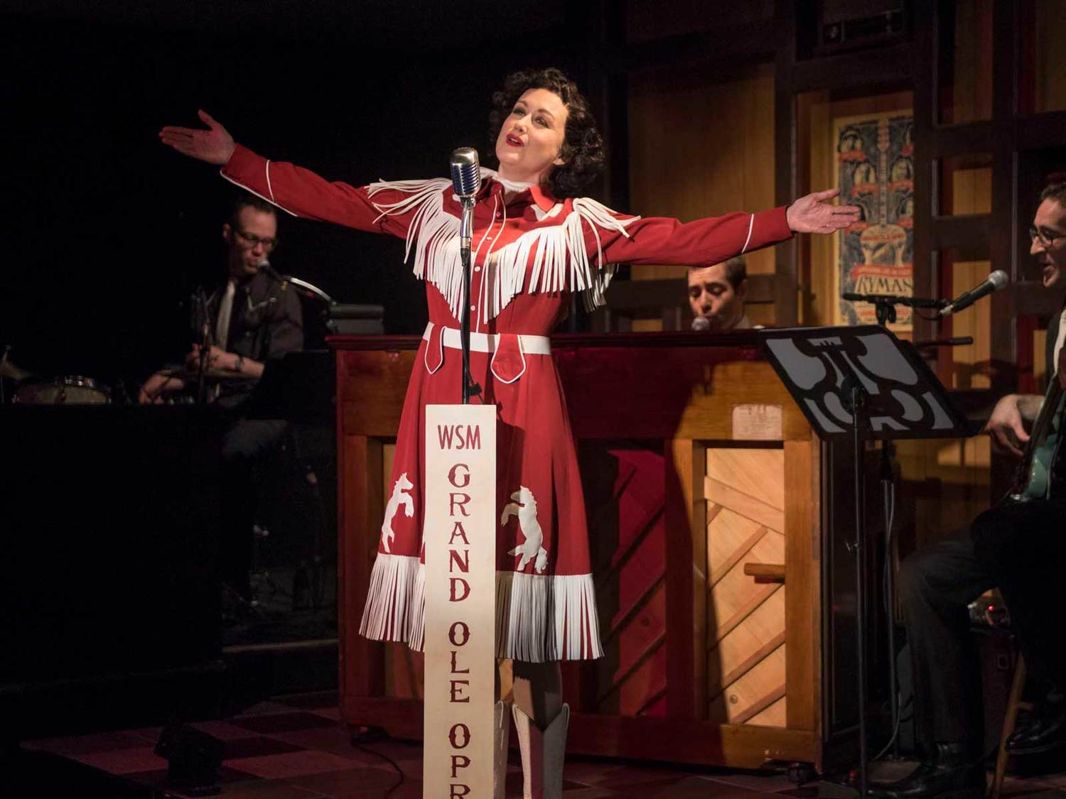 BWW Review: Good, Plain Fun & A Remarkable Friendship Fill the Cabaret at the Milwaukee Rep's ALWAYS...PATSY CLINE
